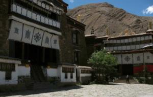Klasztor Mindrolling w dolinie Draczi w Tybecie, pierwszy raz pobudowany w 1676 roku.